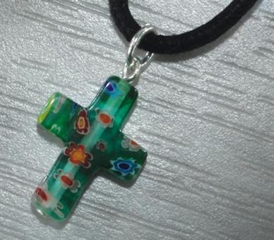 Kreuz, grün mit Lederband